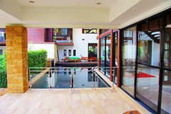 House for sale Pattaya Horseshoe Point showing the pool and terrace