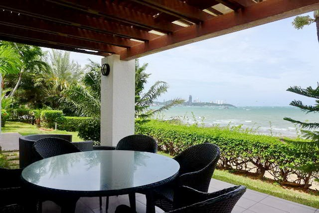 Condominium for rent Naklua showing the sea view terraces