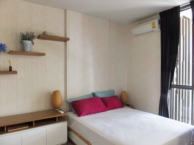 Condominium For rent Wongamat Pattaya showing the sleeping area