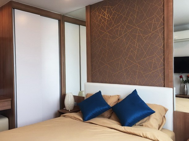 Condominium for rent in Jomtien AMAZON RESIDENCE showing the bedroom and wardrobe