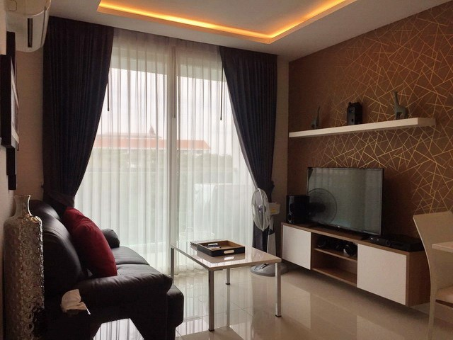 Condominium for rent in Jomtien AMAZON RESIDENCE showing the living room