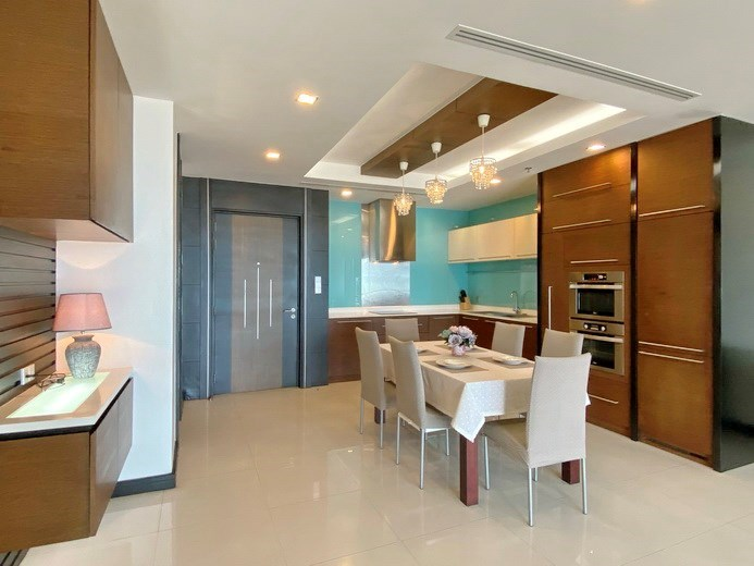 Condominium for rent Naklua Ananya showing the dining and kitchen areas