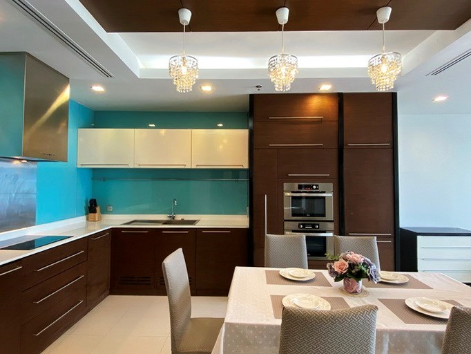 Condominium for rent Naklua Ananya showing the kitchen