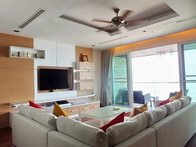 Condominium for rent Ananya Naklua showing the living room