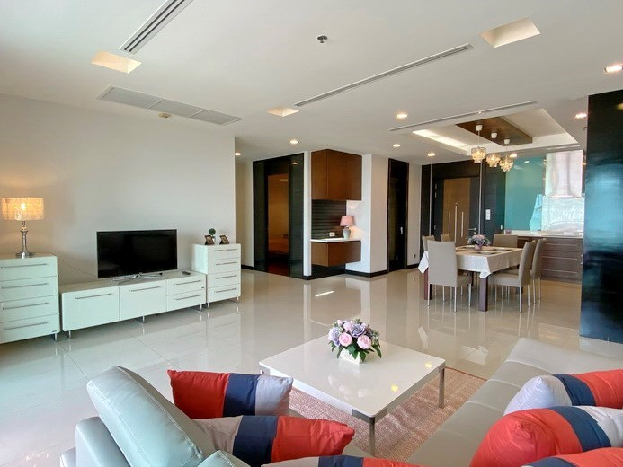 Condominium for rent Naklua Ananya showing the living, dining and kitchen areas