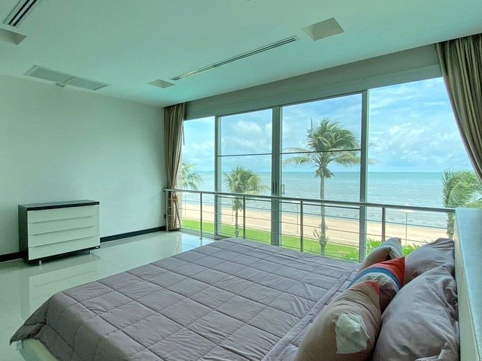 Condominium for rent Naklua Ananya showing the master bedroom and sea view