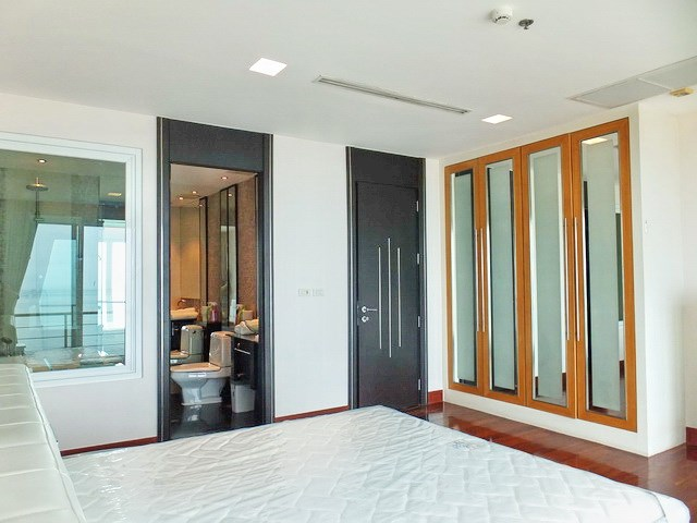 Condominium for rent Ananya Naklua showing the master bedroom suite