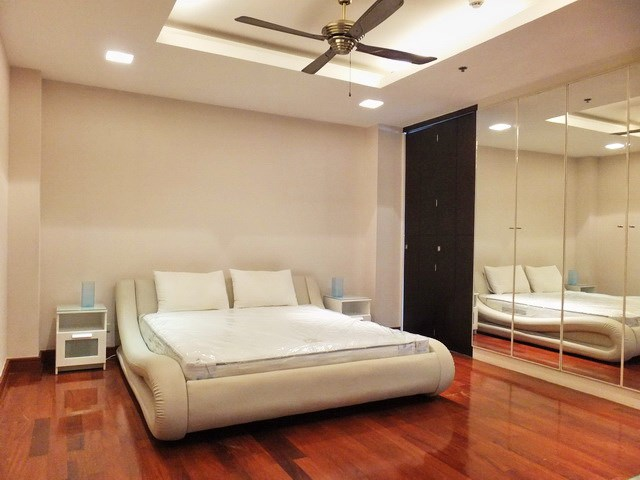 Condominium for rent Ananya Naklua showing the second bedroom with built-in wardrobes