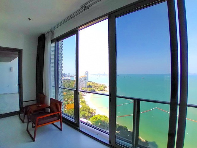 Condominium for rent Northpoint Pattaya showing the balcony and sea view