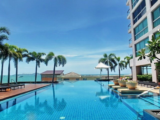 Condominium for rent in Northshore Pattaya Beach showing the communal pool