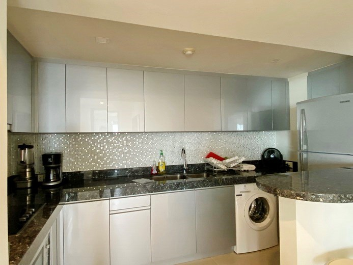 Condominium for rent in Northshore Pattaya Beach showing the kitchen