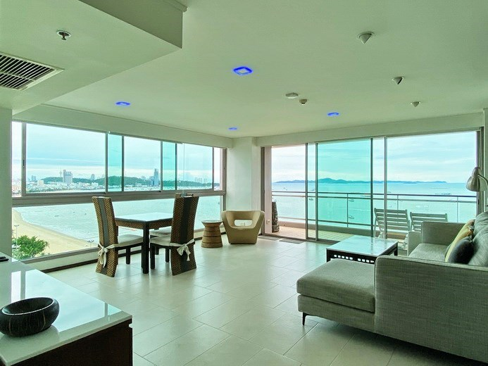 Condominium for rent in Northshore Pattaya Beach showing the open plan living area