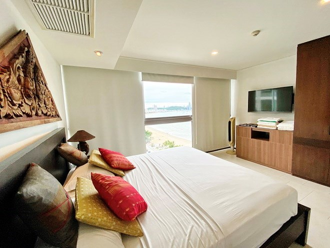 Condominium for rent in Northshore Pattaya Beach showing the master bedroom with sea view