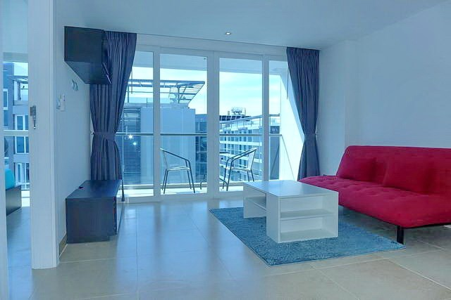 Condominium for rent Pattaya showing the living and balcony