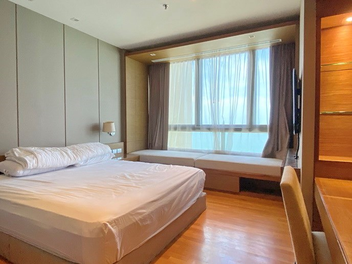 Condominium for rent Northpoint Pattaya showing the master bedroom