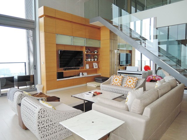 Condominium For Rent Northpoint Pattaya showing the living area