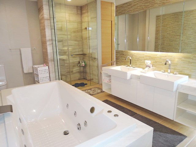 Condominium For Rent Northpoint Pattaya showing the second master bathroom