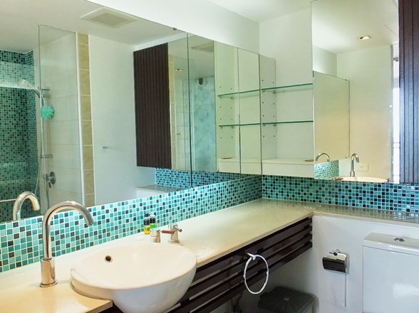 Condominium for rent in Northshore Pattaya showing the master bathroom