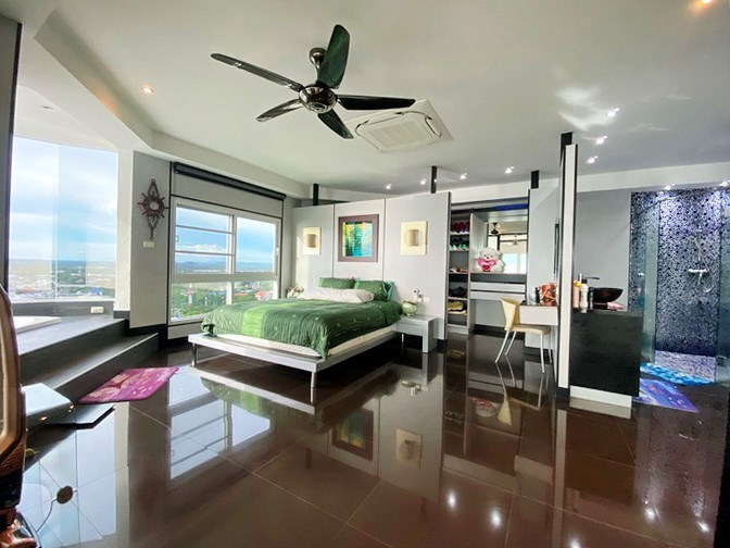 Condominium for sale Ban Amphur showing the master bedroom with walk-in wardrobes