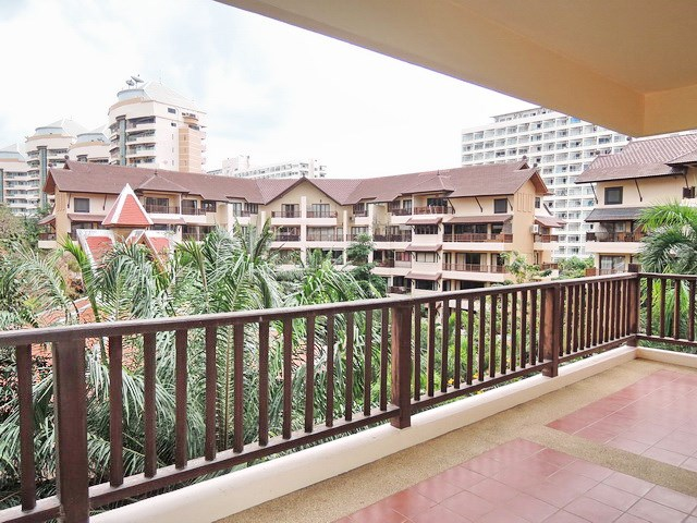 Condominium for Sale Jomtien at THABALI showing the large balcony