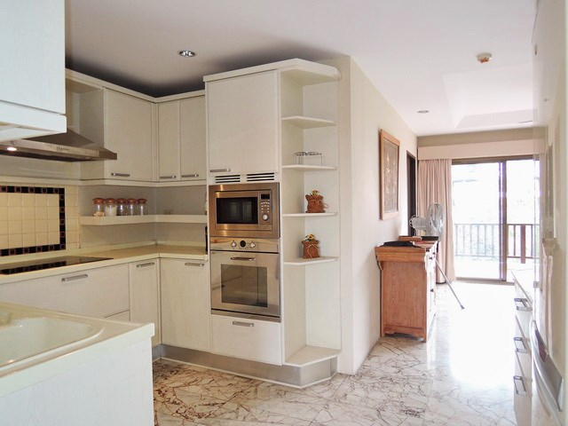 Condominium for Sale Jomtien at THABALI showing the open plan kitchen