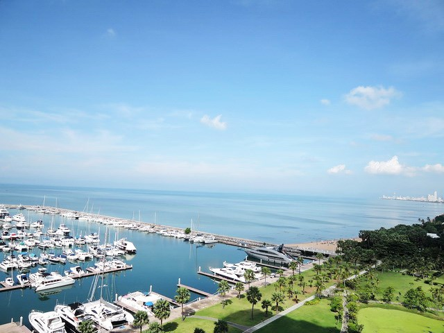 Condominium for sale Ocean Marina Pattaya showing the balcony view