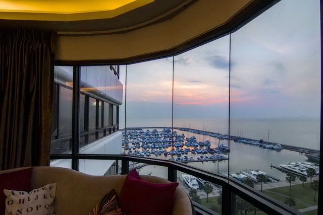Condominium for sale Ocean Marina Pattaya showing the bedroom view