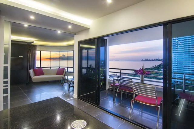 Condominium for sale Ocean Marina Pattaya showing the master bedroom and balcony