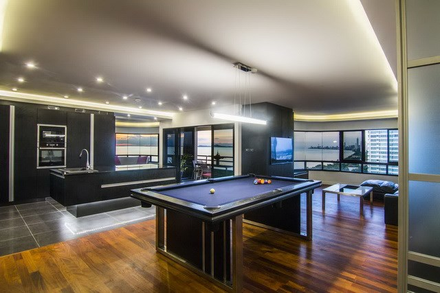 Condominium for sale Ocean Marina Pattaya showing the pool table and kitchen