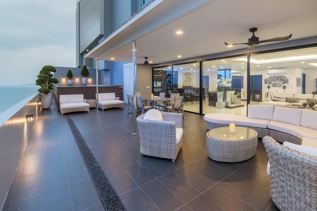 Condominium for sale Pratumnak Pattaya showing the outside living and dining areas