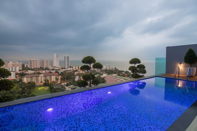 Condominium for sale Pratumnak Pattaya showing the private pool and view