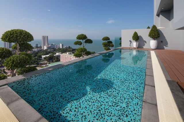 Condominium for sale Pratumnak Pattaya showing the private swimming pool and sea view