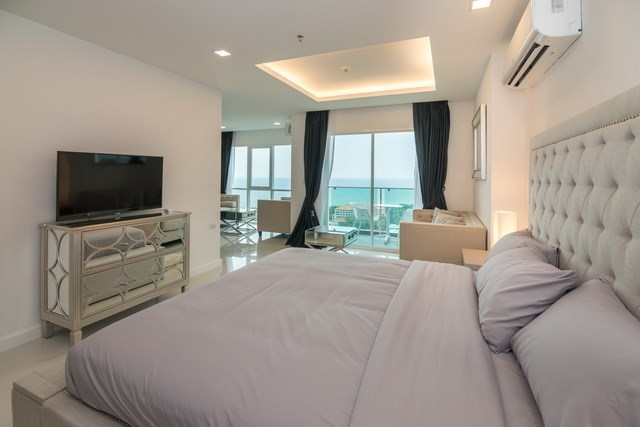 Condominium for sale Pratumnak Pattaya showing the second bedroom and living area