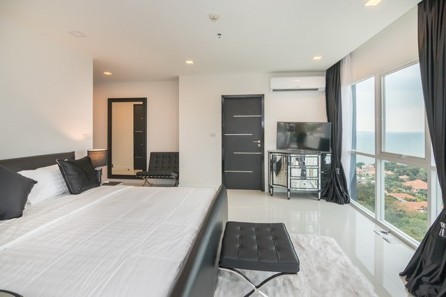 Condominium for sale Pratumnak Pattaya showing the third bedroom and view
