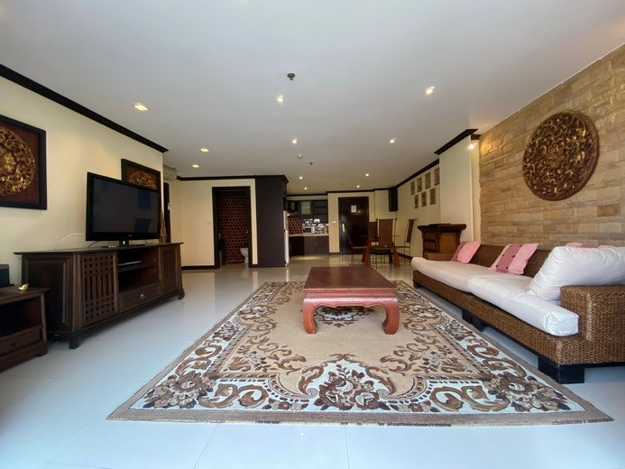 Condominium for sale Pratumnak showing the living, dining and kitchen areas