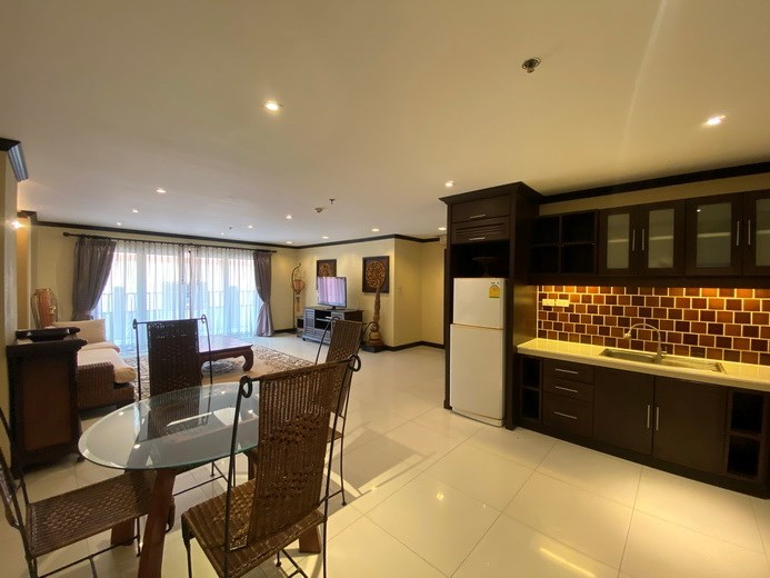 Condominium for sale Pratumnak showing the dining and kitchen areas