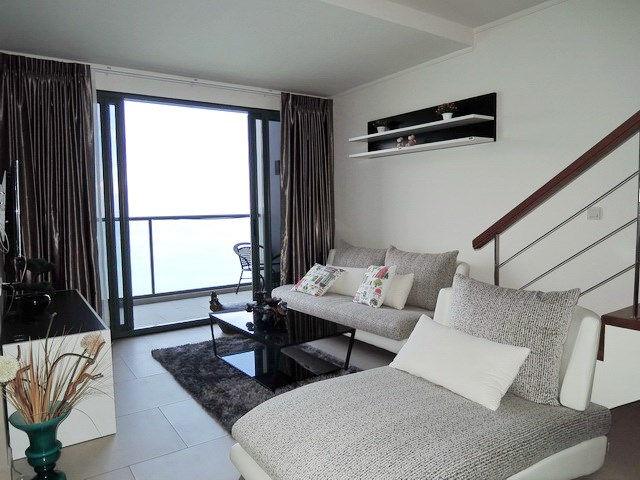 Condominium for sale Womgamat Beach Pattaya showing the living area and balcony