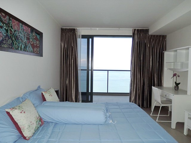 Condominium for sale Womgamat Beach Pattaya showing the second bedroom and balcony