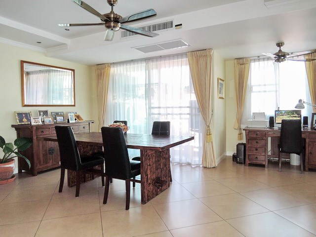 Condominium for sale Central Pattaya showing the dining and office areas