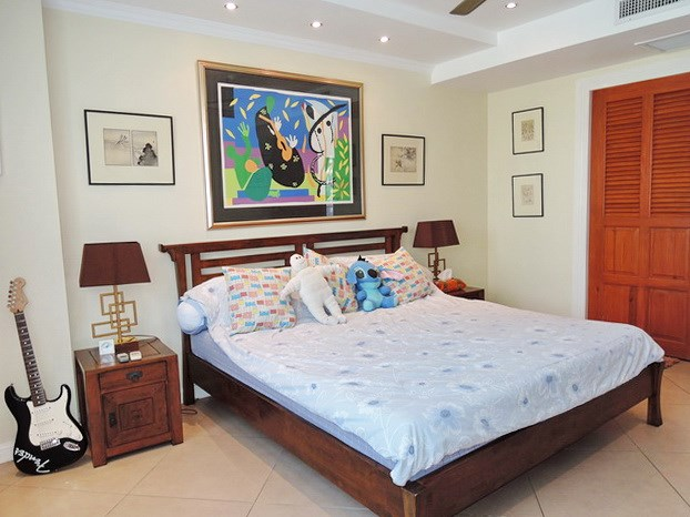 Condominium for sale Central Pattaya showing the second bedroom