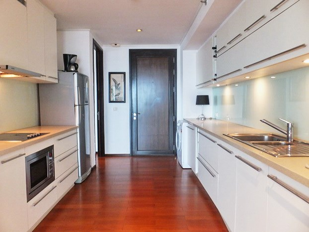 Condominium for sale Northshore Pattaya showing the kitchen