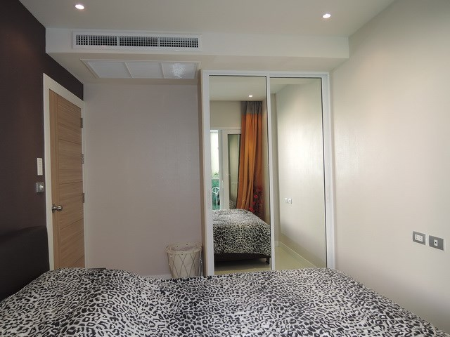 Condominium for sale Pratumnak Pattaya showing the bedroom