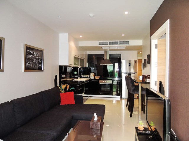 Condominium for sale Pratumnak Pattaya showing the open plan concept