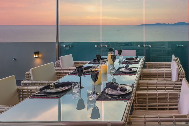 Condominium for sale Pratumnak Pattaya showing the outside dining area