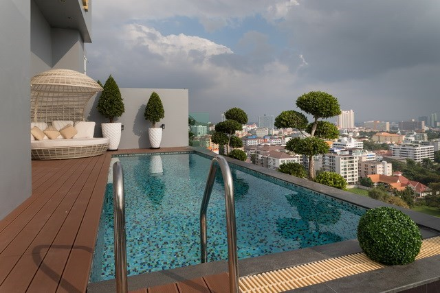 Condominium for sale Pratumnak Pattaya showing the private pool and terraces