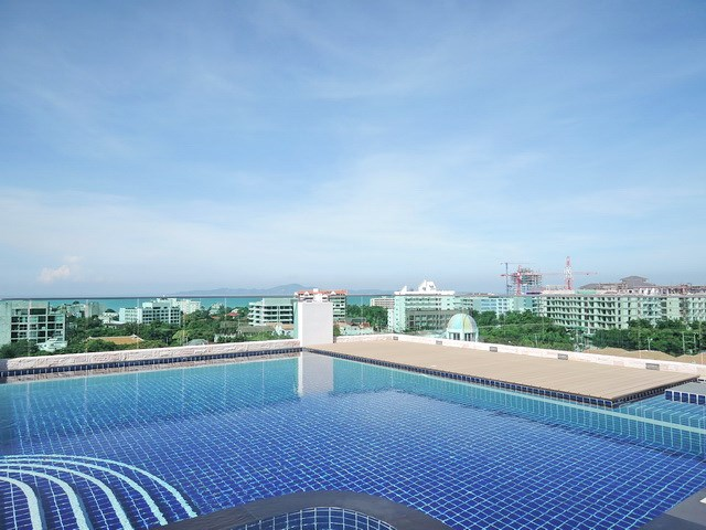 Condominium for sale Pratumnak Pattaya showing the rooftop pool