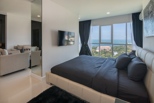 Condominium for sale Pratumnak Pattaya showing the second bedroom
