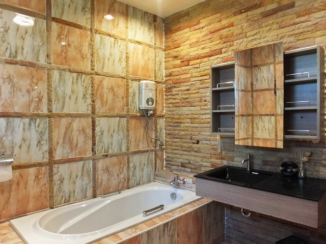 Golf Resort for sale Pattaya area showing Guest suite #1 bathroom