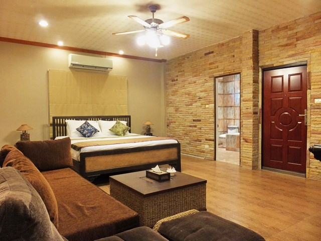 Golf Resort for sale Pattaya area showing Guest suite #1