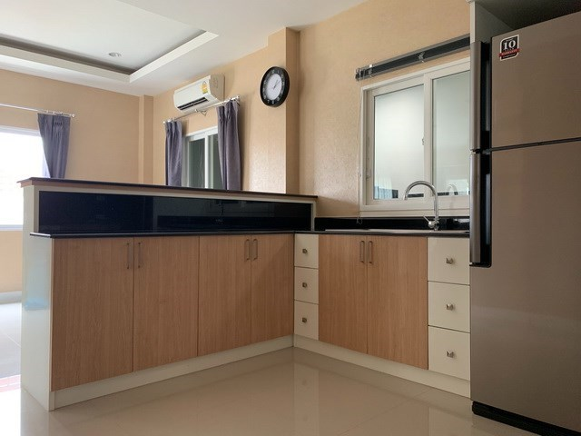 House for sale East Pattaya showing the counter and breakfast bar